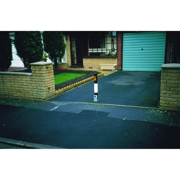 VFM Black/White Heavy Duty Removable Steel Bollard Medium 319859